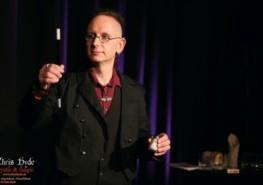 Chris Hyde beim Zaubern