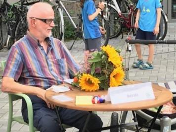glücklich aussehender Ulrich Thöne