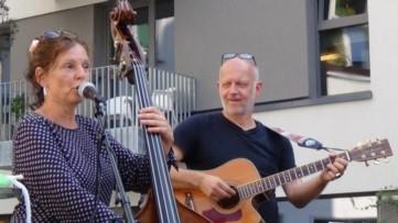 Musikgruppe auf dem Kiezplatz
